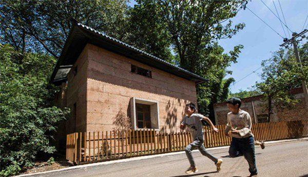 บ้านดินหลังใหม่ในจีน ทนทาน ยั่งยืน พร้อมรับมือแผ่นดินไหว