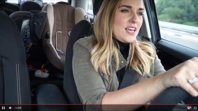 เนตไอดอลไลฟ์สดขณะขับรถจนเกิดอุบัติเหตุ แฟนๆ ตกใจกรี๊ดลั่น!