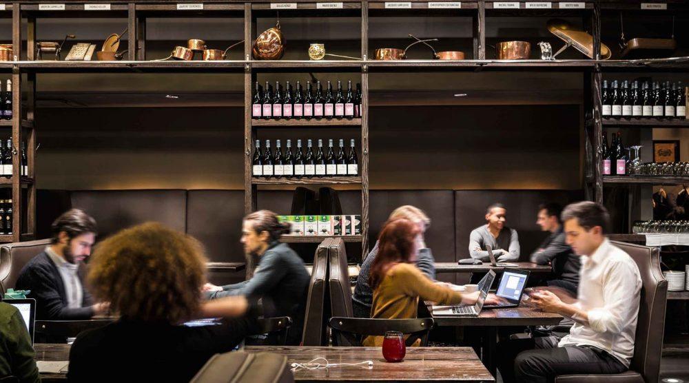 'รีโปรแกรม' ร้านอาหารที่เปิดเฉพาะมื้อเย็นให้เป็น Co-Working Space ตอนกลางวัน