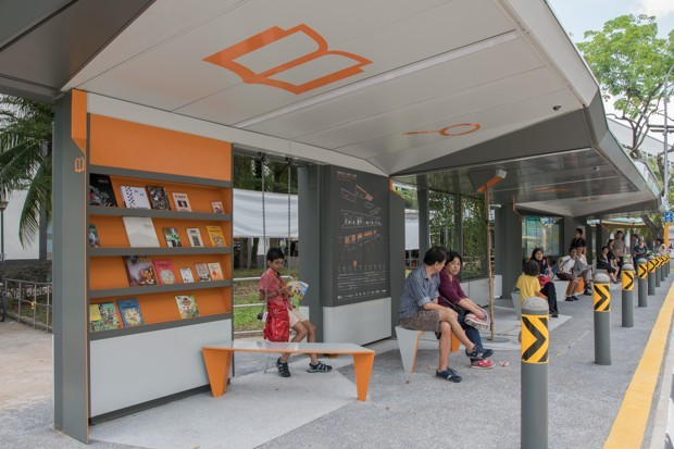 บร๊ะ! ป้ายรถเมล์ที่สิงคโปร์บริการ e-book ฟรีให้อ่านฆ่าเวลาขณะนั่งรอรถ