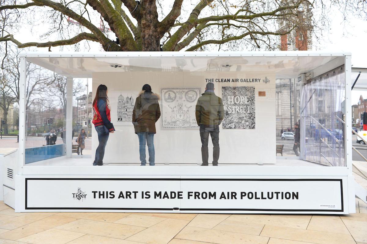 นิทรรศการภาพวาดด้วยหมึกสกัดจากควันพิษครั้งแรกของโลก