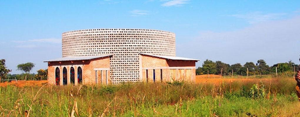 'โบสถ์คนยาก' ในมาลาวี งบจำกัด แต่ไอเดียไม่จำกัด