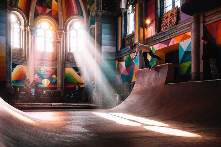 เปลี่ยนโบสถ์เก่าเป็นลานสเก็ต เพ้นท์สีเจ็บๆ ฝีมือสตรีทอาร์ตติสต์ Okuda
