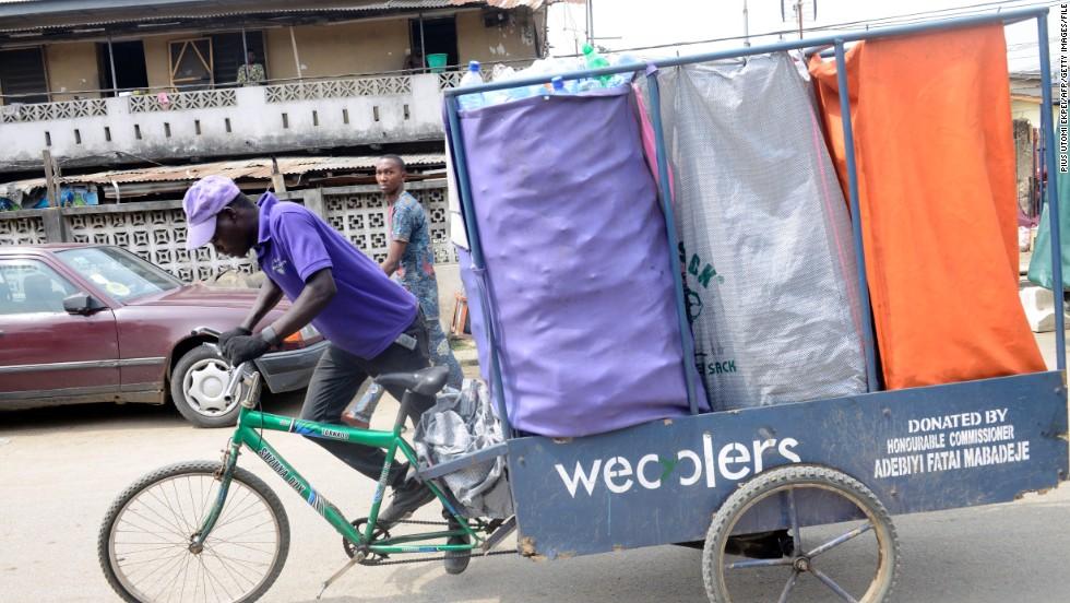 เกมขุมทรัพย์ในกองขยะ! ธุรกิจเพื่อสังคม Wecyclers ชวนชาวบ้านขายขยะแลกของรางวัล