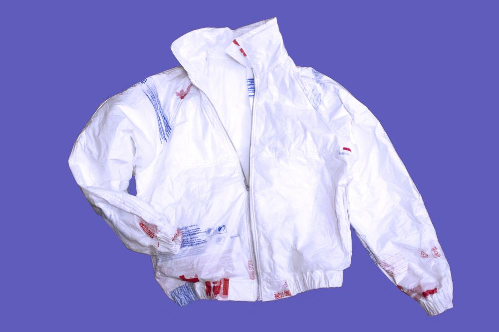 ลดปัญหาพลาสติกล้นโลกด้วยแจ็กเก็ตแฟชั่นเท่ๆ ทำจากถุงพลาสติก 214 ใบ