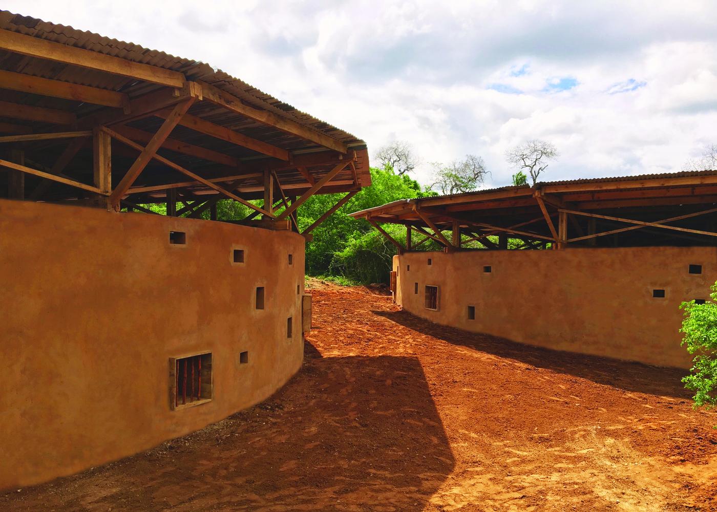 ศูนย์การศึกษา Eco Moyo ในเคนย่า โรงเรียนมีดีไซน์ + ท้าทายการศึกษาระบบเก่าๆ