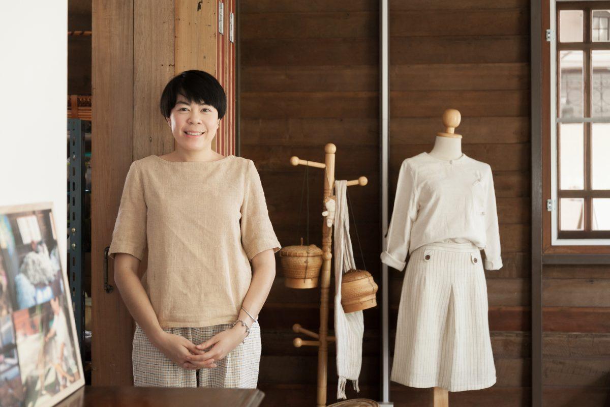 'ภัสสร์วี ตาปสนันทน์' กับ FolkCharm Crafts แบรนด์เสื้อผ้าทอออร์แกนิกฝีมือช่างทอพื้นบ้าน