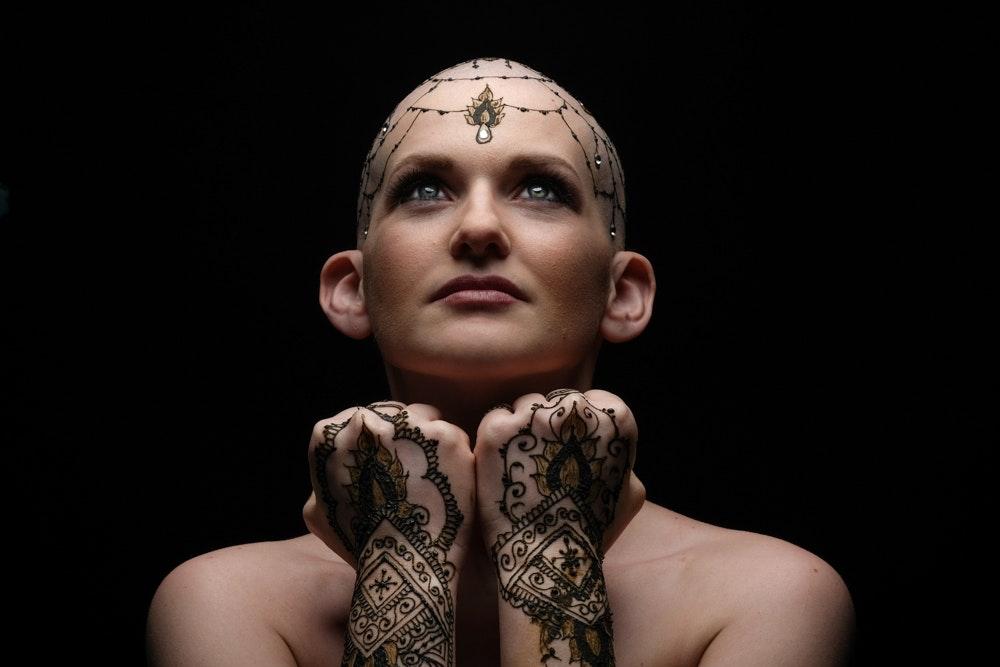 Crowns of Courage ปลุกพลังผู้ป่วยมะเร็งด้วยการเพ้นท์เฮนนา
