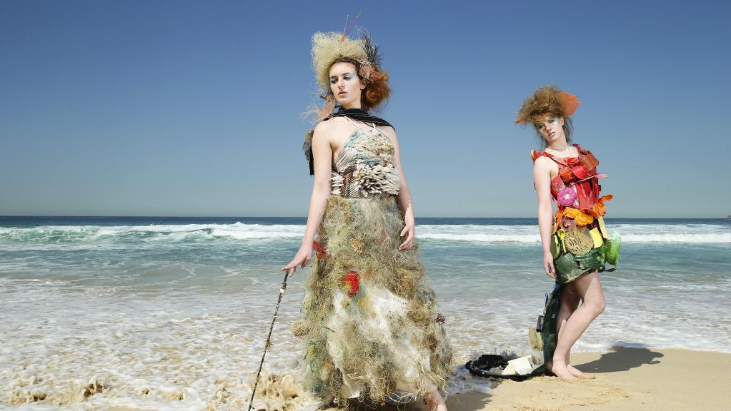 Trashion : แฟนชั่นจากขยะริมหาด สะท้อนความงามจากความมักง่าย