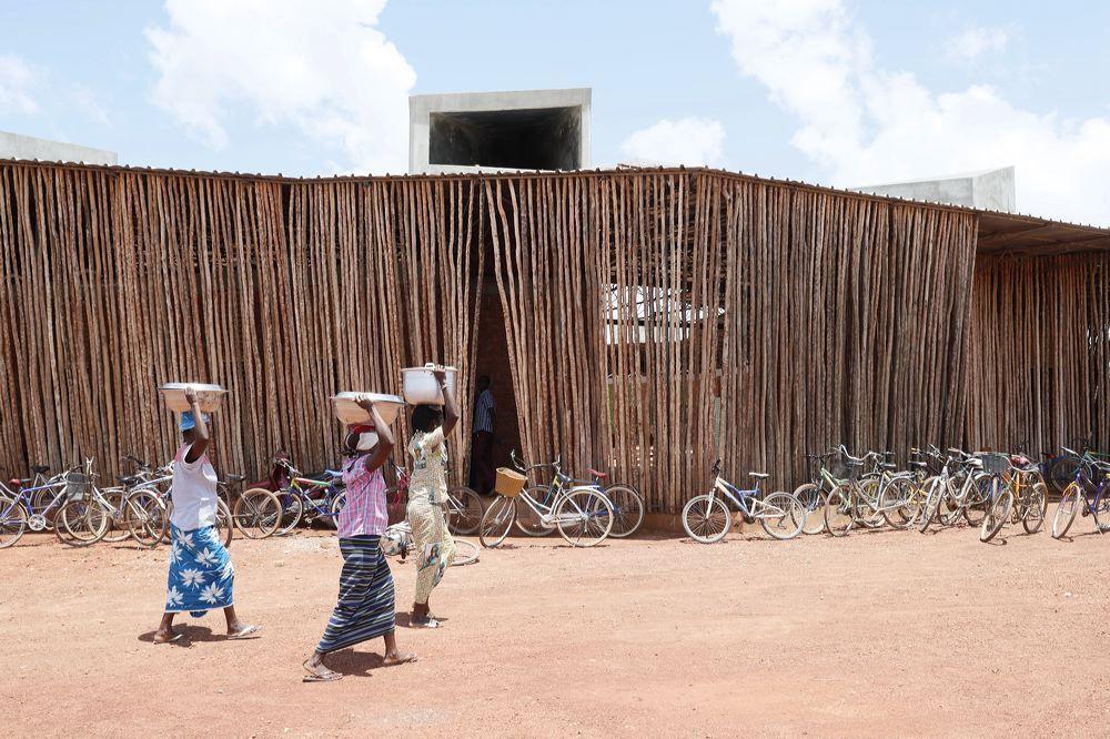 โรงเรียนเพื่อเด็กยากจนในแอฟริกา เติมเต็มความรู้ สร้างเสริมแรงบันดาลใจ