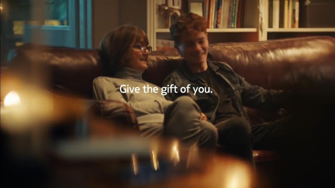 แคมเปญโฆษณา Be the Gift ชวนปิดมือถือช่วงคริสต์มาส เพราะคุณคือของขวัญที่ดีที่สุด