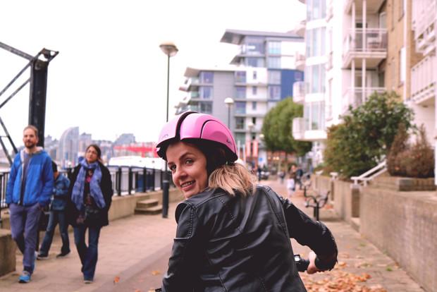 หมวกกันน็อคจักรยานพับเก็บได้  ดีไซน์เทพๆ เพื่อนักปั่นคนเมืองโดยเฉพาะ