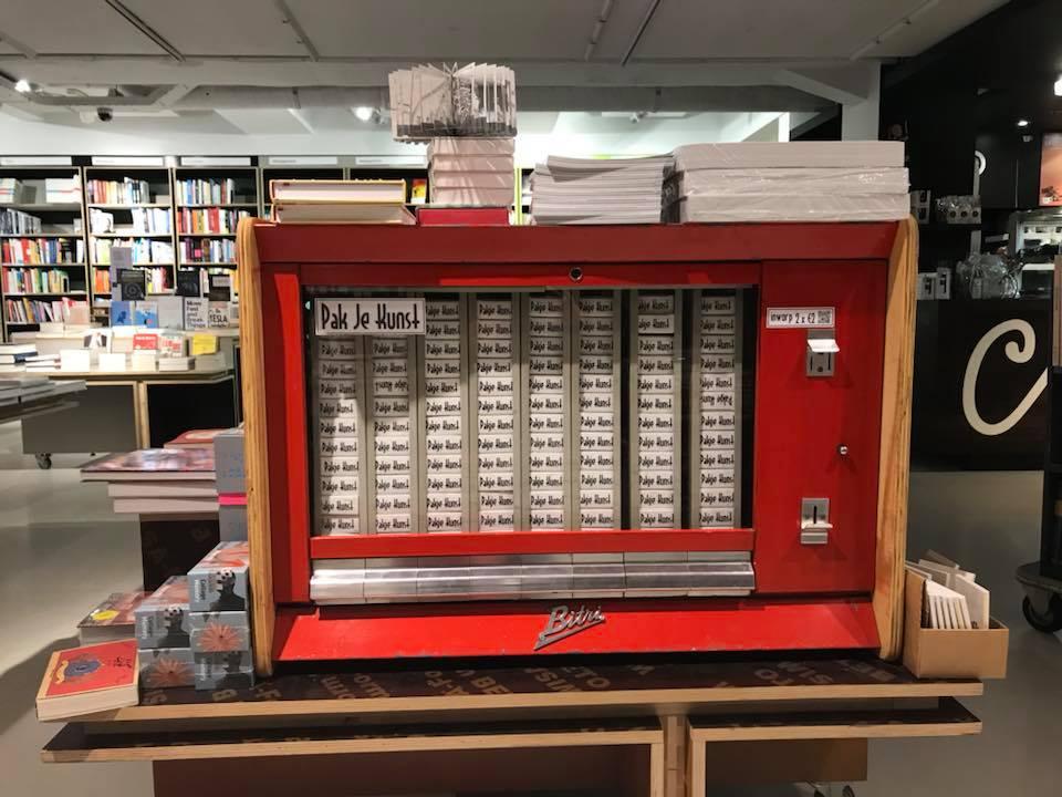 Pakje Kunst ชวนเลิกเสพบุหรี่มาเสพงานศิลปะผ่านตู้หยอดเหรียญ