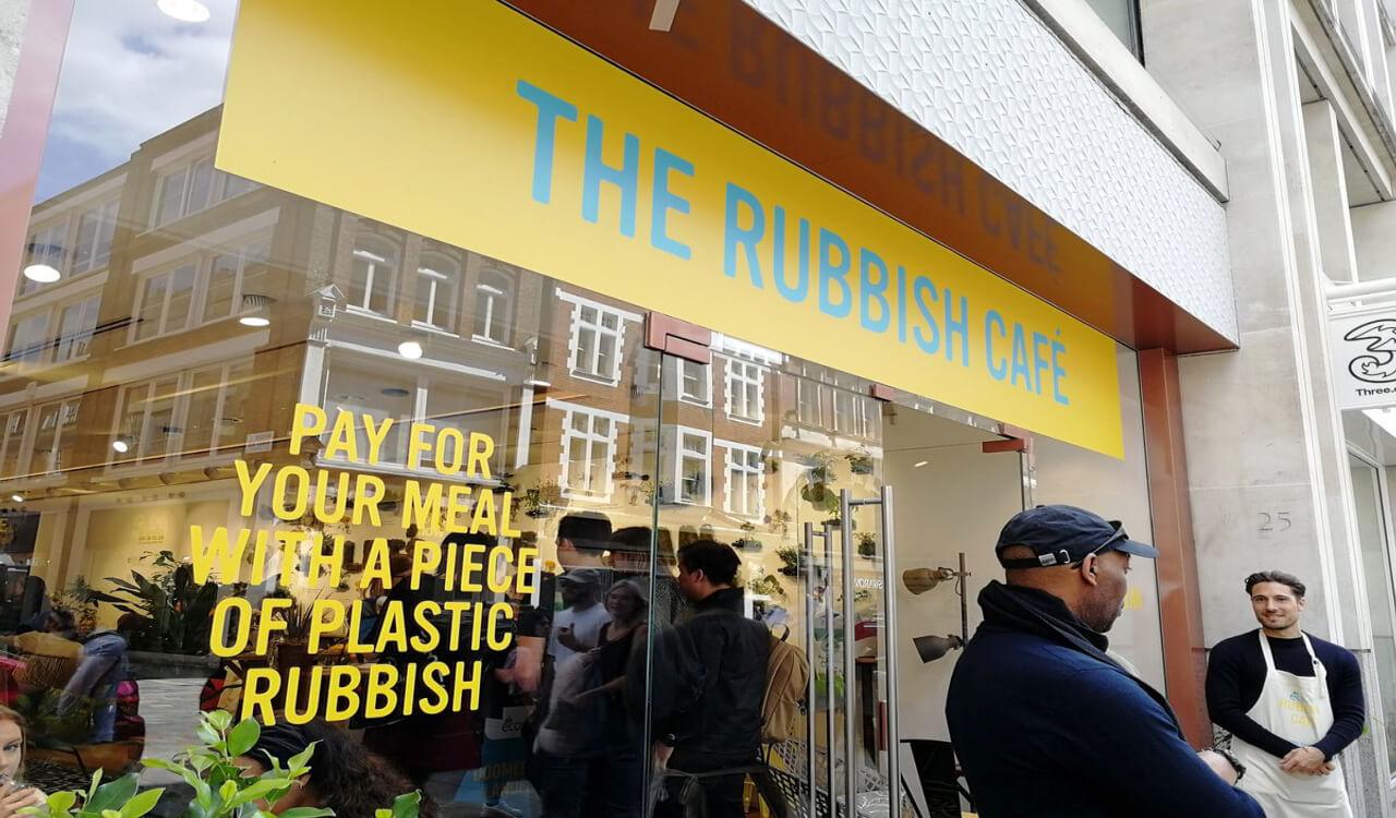 Rubbish Cafe ให้คุณจ่ายค่าอาหารและเครื่องดื่มด้วยขยะพลาสติก – กรี๊ด!!