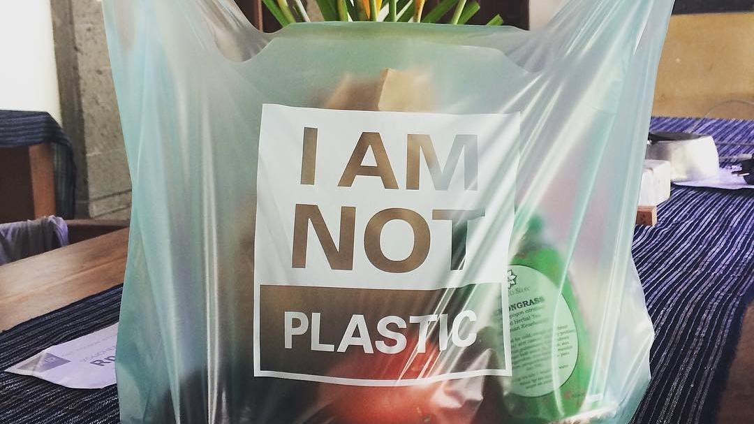 ถุงพลาสติกกู้โลก! ผลิตจากมันสำปะหลัง ย่อยสลายได้เองใน 180 วัน