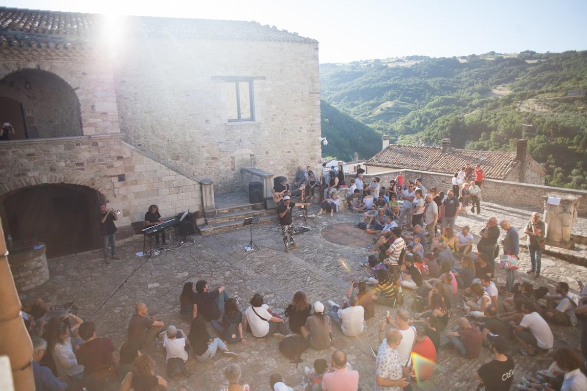 CVTà Street Fest ชุบชีวิตเมืองเล็กๆ ในอิตาลีที่กำลังจะถูกลืมด้วยศิลปะและพลังชุมชน