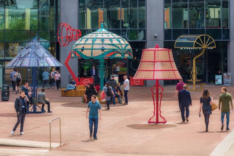 ศิลปะโคมไฟ สวยดี(ไซน์)มีประโยชน์ สะท้อนเรื่องราวของเมืองแมนเชสเตอร์