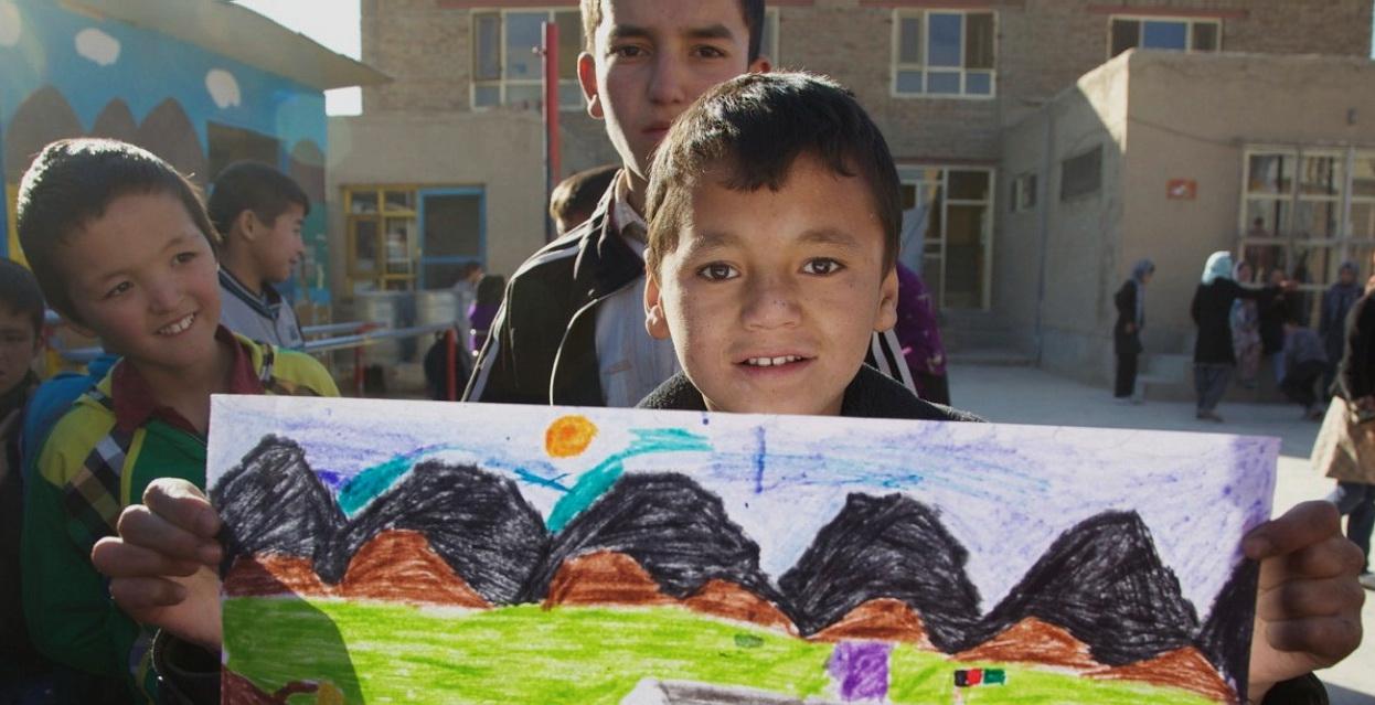 องค์กรการกุศลสร้างงานศิลปะเพื่อชุมชนและเยียวยาเด็กผู้ประสบภัยทั่วโลก