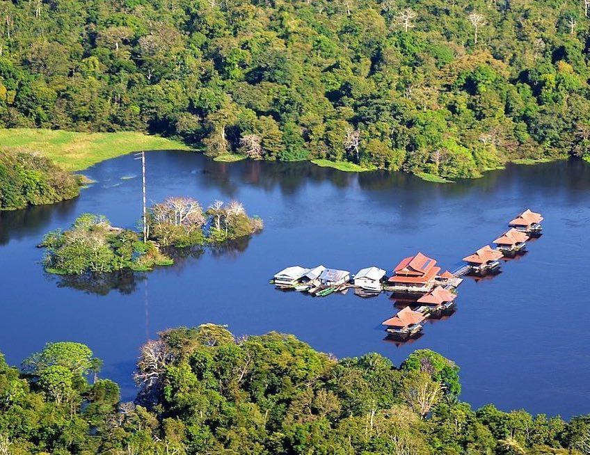 Uakari Floating Lodge ที่พักในป่าอะเมซอนสนับสนุนธรรมชาติและชุมชนอย่างยั่งยืน