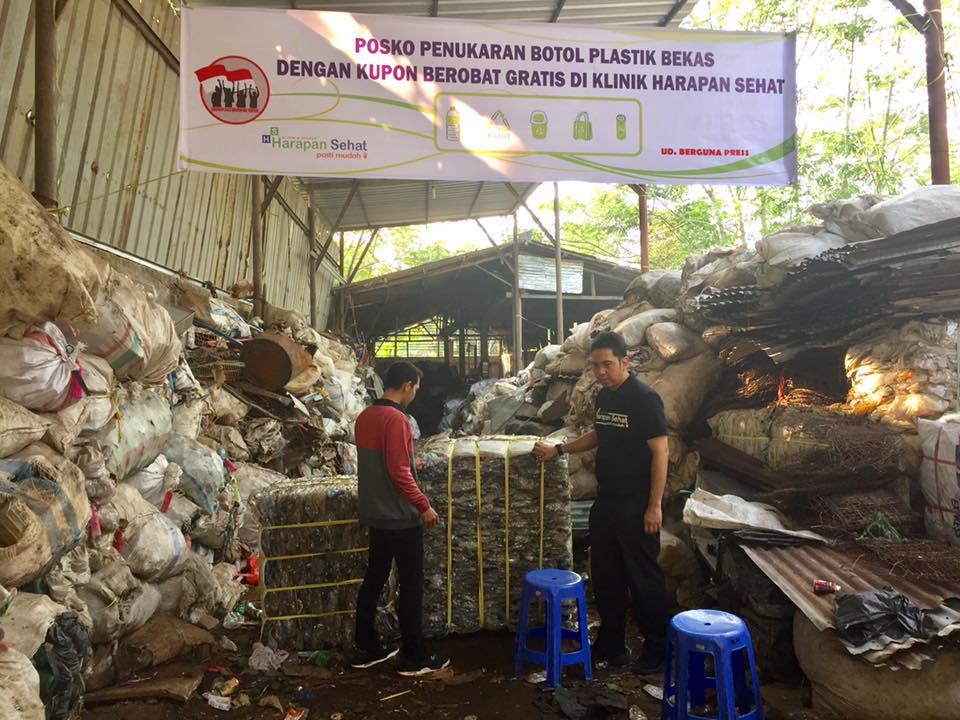 สุดยอดคุณหมอจากอินโดนีเซีย ให้คนไข้จ่ายค่ารักษาด้วยขยะพลาสติก!