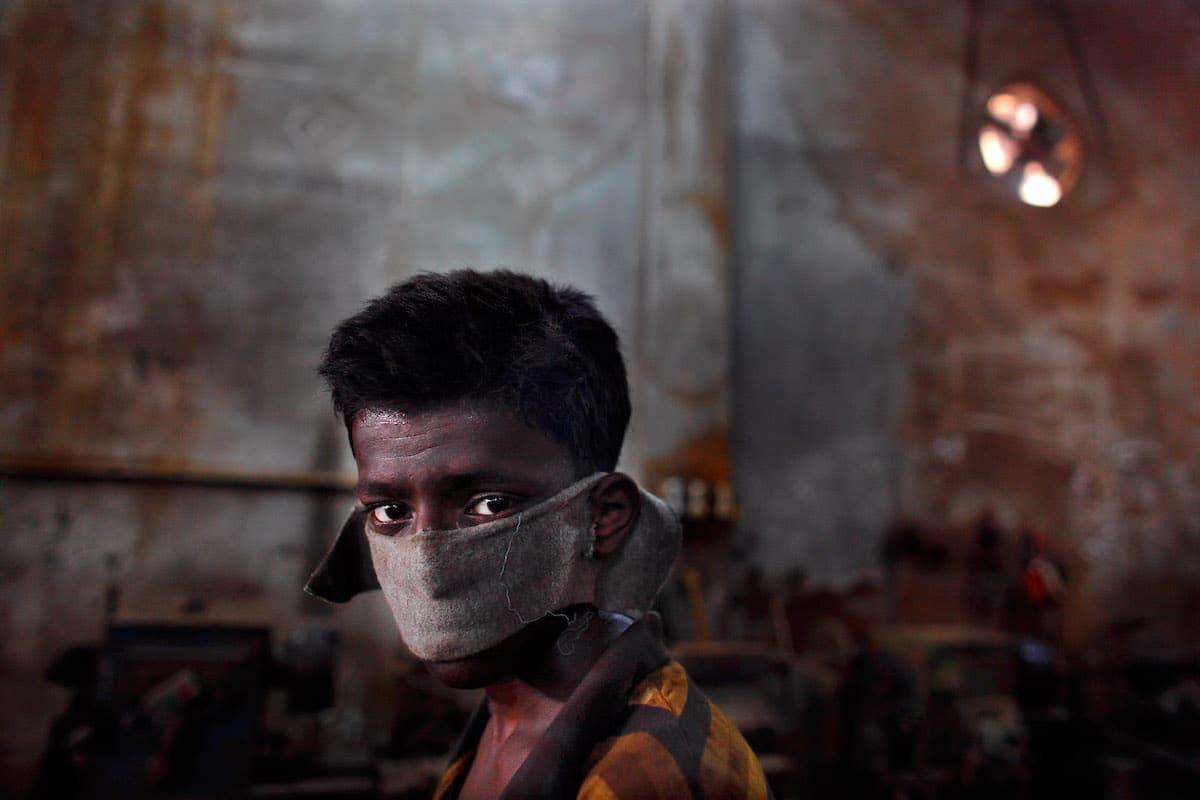 ภาพถ่ายแรงงานเด็กในบังคลาเทศสะท้อนเสียงร้องสุดเงียบงัน สนั่นสะเทือนไปถึงหัวใจ
