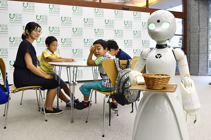 AVATAR Café DAWN ver.β คาเฟ่หุ่นยนต์ในญี่ปุ่นสั่งการโดยผู้ป่วยติดเตียง