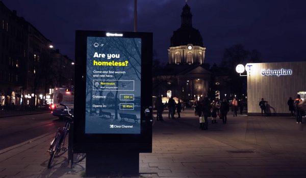 สวีเดนใช้ป้ายโฆษณาดิจิตอลเป็นที่ให้ข้อมูลสถานพักพิงของคนไร้บ้าน