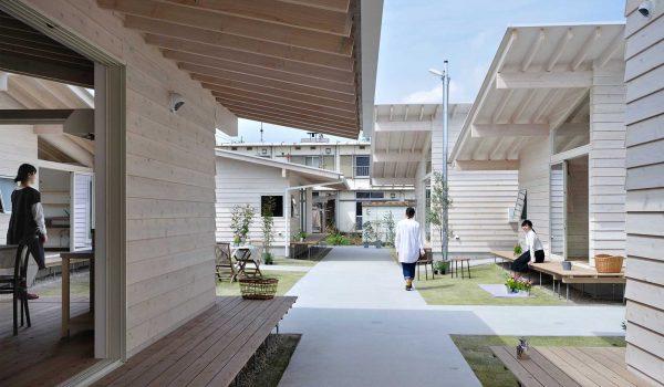 บ้านการเคหะแนวใหม่ในญี่ปุ่นเปลี่ยนที่อยู่แนวดิ่งสู่แนวราบสร้างปฏิสัมพันธ์กันและกัน