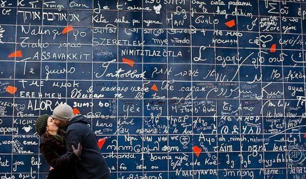 """""""ฉันรักคุณ"""" กำแพงบอกรัก 311 ภาษา เพราะสันติภาพและความรักงดงามเสมอ"""