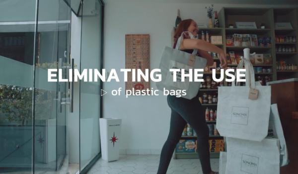 'ครั้งหนึ่งกระเป๋าใบนี้เคยเป็นบิลบอร์ดโฆษณา' ไอเดียช่วยลดขยะพลาสติกสุดเก๋