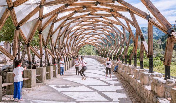 Luotuowan Pergola ซุ้มสวยจากไม้เหลือใช้ ประโยชน์สูงสุด เบียดเบียนโลกน้อยสุด