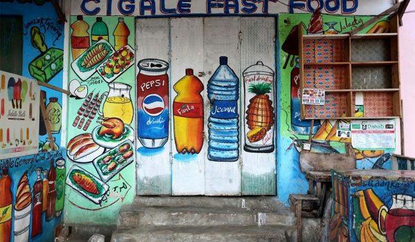 ป้ายโฆษณาไวนิลหลบไป! ที่โซมาเลียเขียนด้วยมือล้วนๆ ใครไม่เท่ โซมาเลียเท่สุดๆ