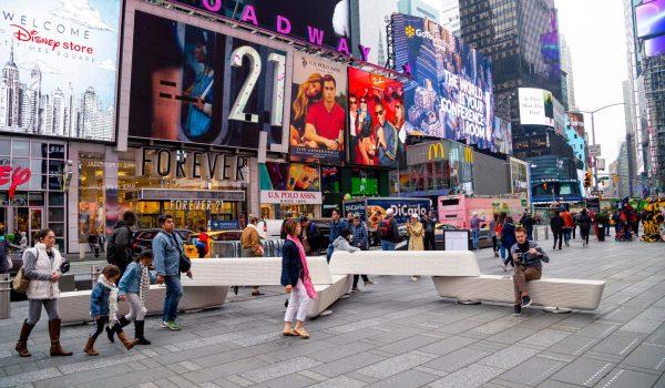'Rely' ม้านั่งคอนกรีตใจกลางเมืองสำหรับนั่งพักผ่อน เป็นแบริเออร์ป้องกันอุบัติเหตุ
