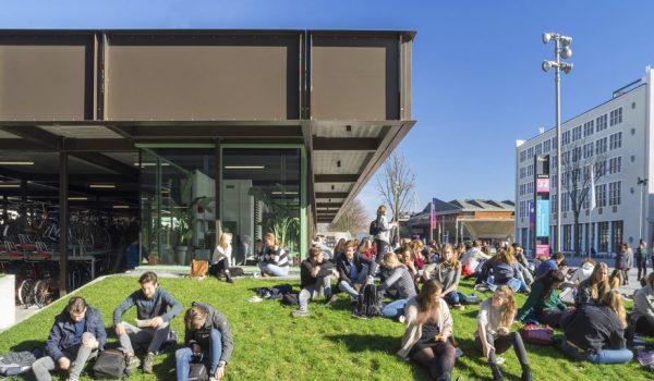 ฟังก์ชั่น+ไลฟ์สไตล์ กลายเป็นอาคารจอดจักรยานเท่ๆ มีคาเฟ่เก๋ๆ ในมหาวิทยาลัย