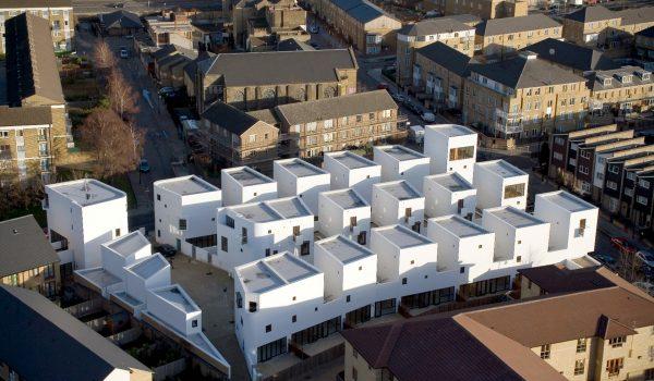 Donnybrook Quarter บ้านพักอาศัยแบบมีพื้นที่สีเขียวร่วมกันในพื้นที่จำกัดในลอนดอน
