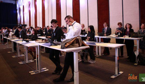'โต๊ะประชุมยืน' ลดพฤติกรรมเนือยนิ่ง เพิ่มการขยับร่างกาย ลดความเสี่ยงโรคกลุ่ม NCDs