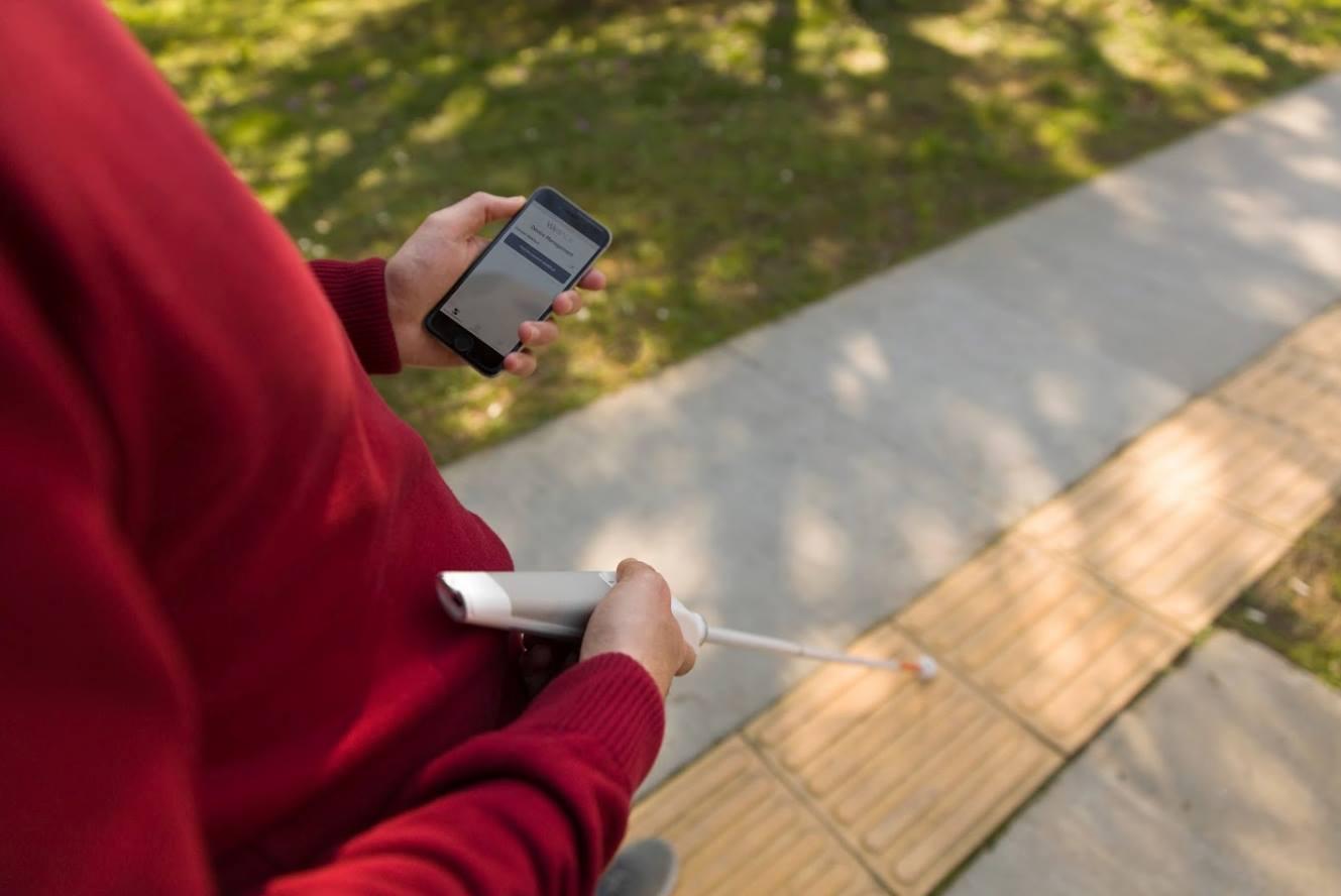 WeWALK ไม้เท้านำทางสุดล้ำเพื่อผู้พิการทางสายตา ตรวจจับสิ่งกีดขวางได้ เชื่อมต่อสมาร์ทโฟนก็ง่าย