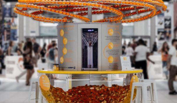 The Circular Juice Bar บาร์คั้นน้ำส้มพร้อมแยกเปลือกผลิตเป็นแก้วไบโอพลาสติก