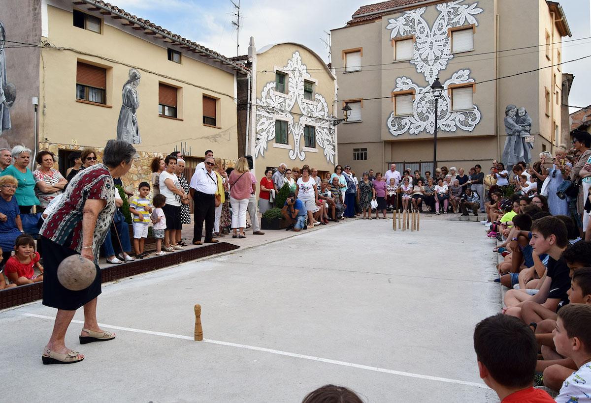 จิตรกรรมฝาผนังใน Plaza de San Nicolás ประเทศสเปนช่วยรื้อฟื้นประวัติศาสตร์ที่เลือนหายคืนสู่ชุมชน