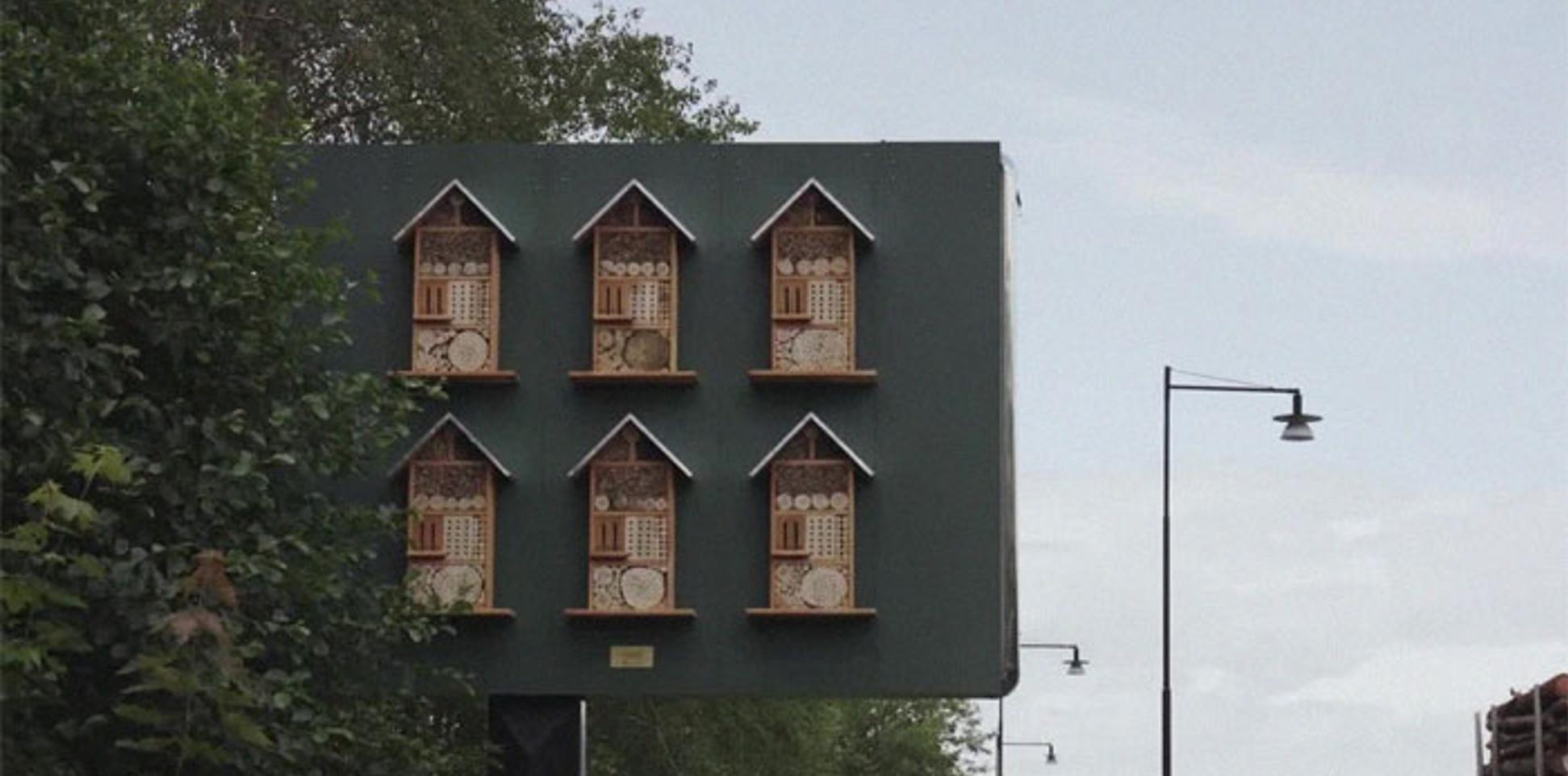 บิลบอร์ดโรงแรมผึ้งโดยแมคโดนัลด์สวีเดนช่วยขยายจำนวนประชากรผึ้งที่กำลังลดน้อยลง