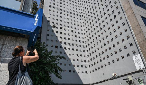 รองเท้าส้นสูง 440 คู่บนอาคารคือจำนวนผู้หญิงที่ถูกสามีทำร้ายจนเสียชีวิตในตุรกีปี 2018