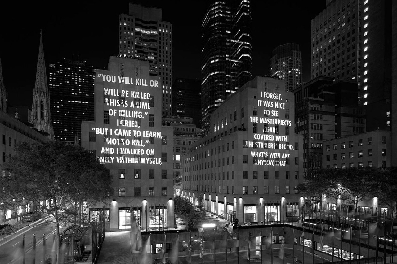 โปรเจ็กต์ VIGIL โดยศิลปิน Jenny Holzer ยิงประโยคให้ฉุกคิด ทุกชีวิตล้วนเสี่ยงกระสุน