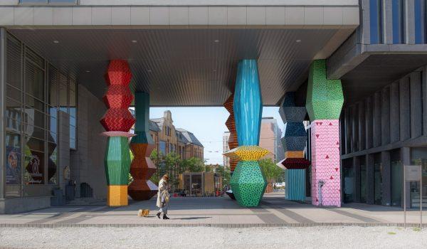 Totemy ศิลปะเสาโทเทมในโปแลนด์แสดงสถิติสิ่งแวดล้อมที่ถูกทำลาย สร้างตระหนักรักษ์โลก
