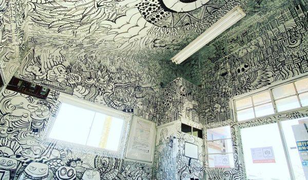 ศิลปิน Goma เนรมิตรภายในสถานีรถไฟเก่าแก่ Inakadate อายุกว่า 70 ปีในญี่ปุ่นให้สวยสะพรึง