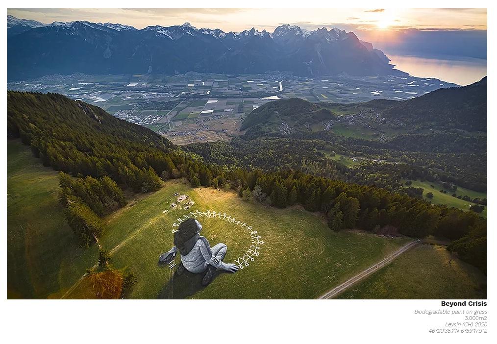 ศิลปิน Saype สร้างศิลปะขนาดใหญ่บนพื้นหญ้าส่งสารความรักความเข้าใจกันในเพื่อนมนุษย์