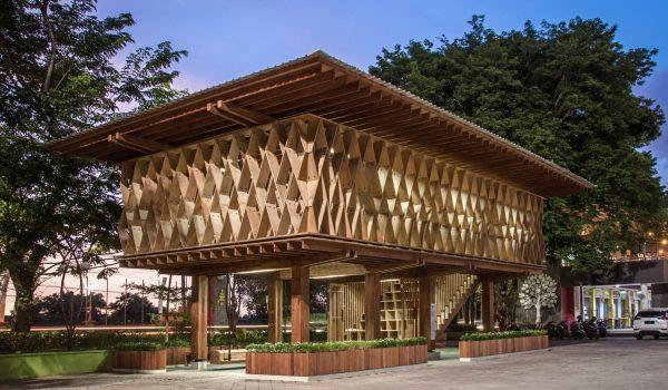 Microlibrary Warak Kayu ห้องสมุดขนาดเล็กต้นทุนต่ำในเมืองเซอมารัง อินโดนีเซีย