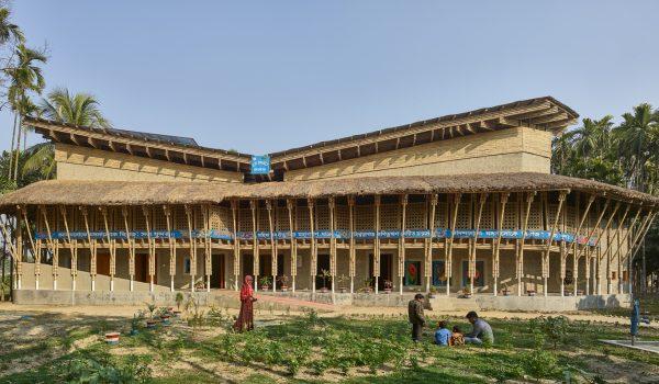 Anandaloy ศูนย์กิจกรรมและทอผ้าสำหรับสตรีและคนพิการ สถาปัตยกรรมภูมิปัญญา-วัสดุ-แรงงานท้องถิ่นในบังคลาเทศ