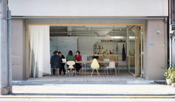 BASE Office ตึกเก่าเล่าใหม่ในโตเกียวอายุเกือบ 60 ปีกับการใช้พื้นที่ร่วมกันของ 2 สำนักงาน