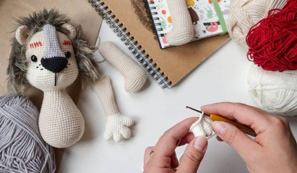 'Toysneed' โครเชต์ตุ๊กตาผ้า DIY สุดน่ารัก เสริมจินตนาการ ปลูกฝังการรักสัตว์